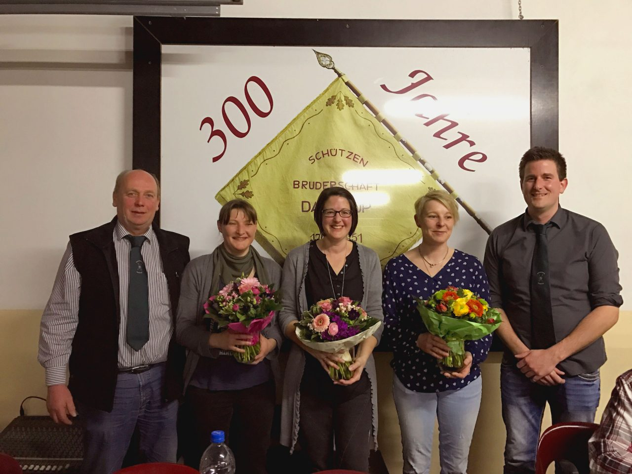 Schützenverein Daldrup, Martin Heitmann (1. Vorsitzender); Katrin Schmelter (Ehrendame); Nicole Hülsheger (Ehrendame); Bettina Kruse (Königin); Michael Denter (2. Vorsitzender)