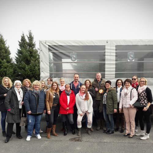 Vorstandsdamen und Offiziersdamen organisierten Planwagentour zum Coesfelder Brauhaus