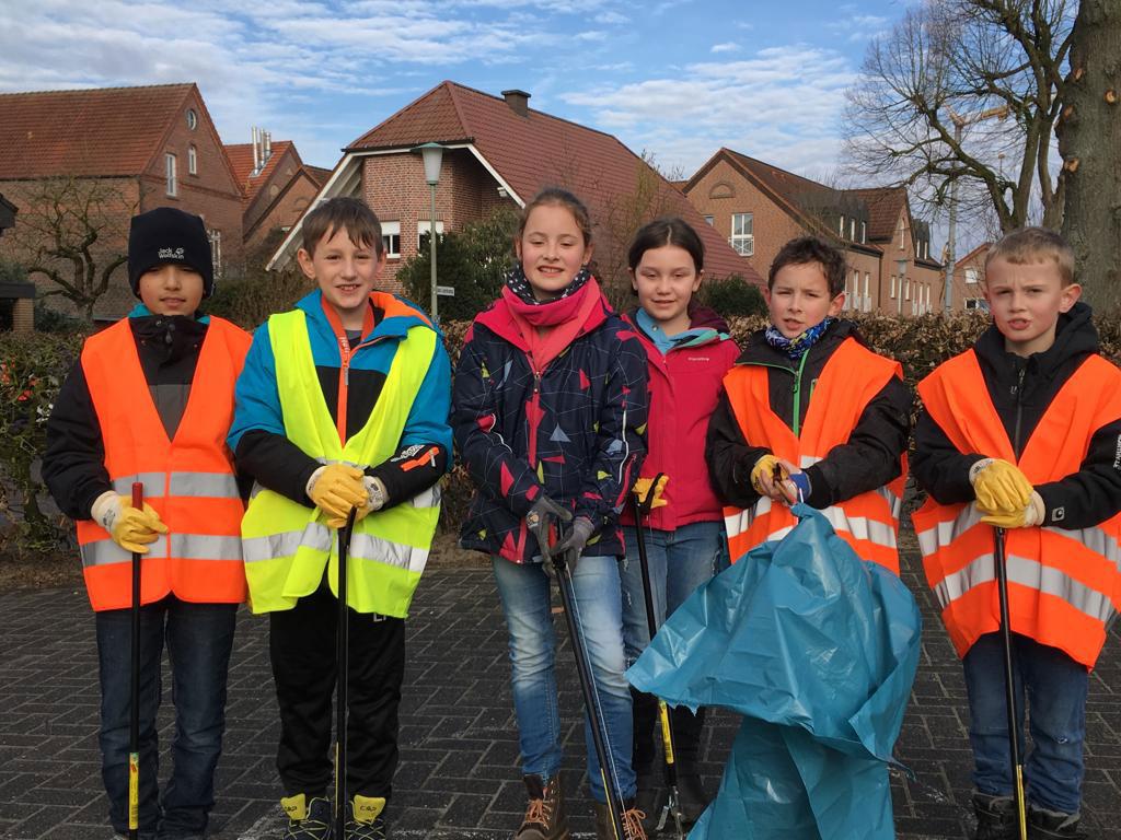 Sauberes Dülmen - Einige Hiddingseler und Hiddingselerinnen machten sich auf dem Weg um das Dorf von Unrat zu befreien.