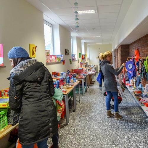 Sehr gut besuchter Second Hand Markt in der St. Georg Grundschule Hiddingsel.