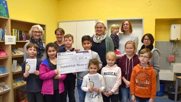 Kinder sammelten für die Kinderkrebshilfe in Münster. Die Kinder der Grundschule St. Georg und dem Kindergarten St. Georg machten aus Äpfeln Geld...