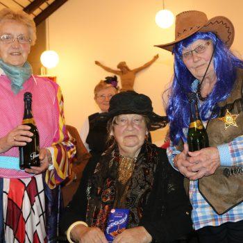 Ausgiebig feierte die Frauengemeinschaft Karneval an 3 Tagen ins Pfarrheim Hiddingsel
