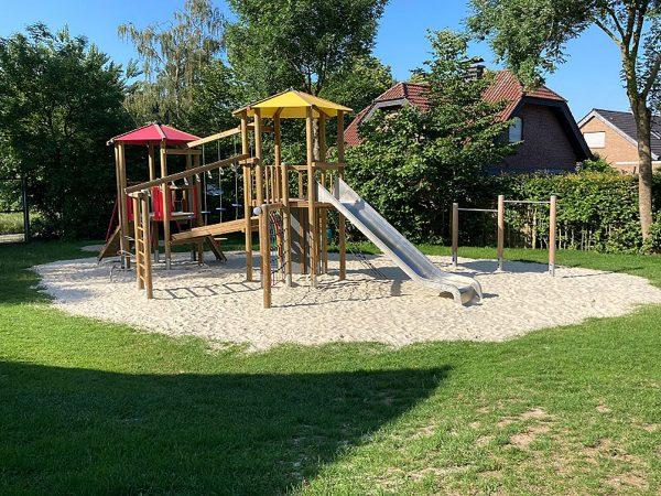 Ein neuer Spielturm auf dem Spielplatz am Eickholt in Hiddingsel