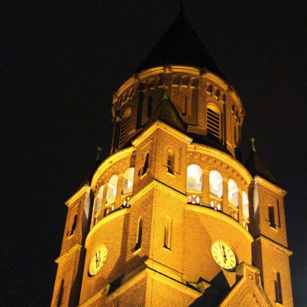 Adventsbeleuchtung der Kirche in Hiddingsel
